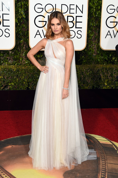 Golden Globe Awards Lily James em Marchesa